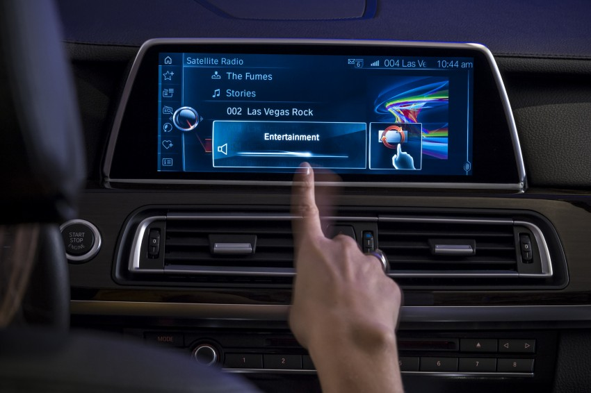 CES 2015: BMW demonstrates future iDrive with touchscreen, gesture and tablet control Image #300353