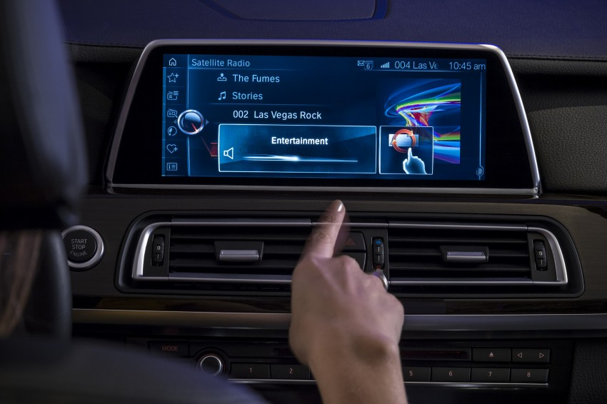 CES 2015: BMW demonstrates future iDrive with touchscreen, gesture and tablet control Image #300354