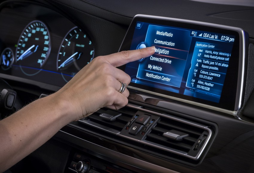 CES 2015: BMW demonstrates future iDrive with touchscreen, gesture and tablet control Image #300356