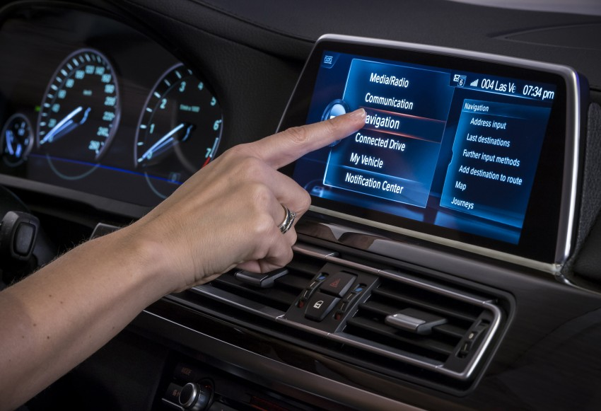 CES 2015: BMW demonstrates future iDrive with touchscreen, gesture and tablet control Image #300358