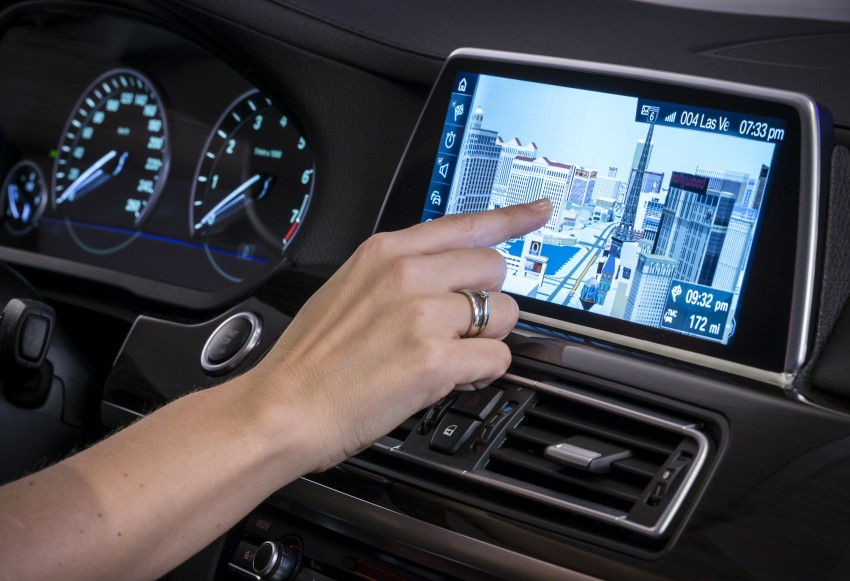 CES 2015: BMW demonstrates future iDrive with touchscreen, gesture and tablet control Image #300360