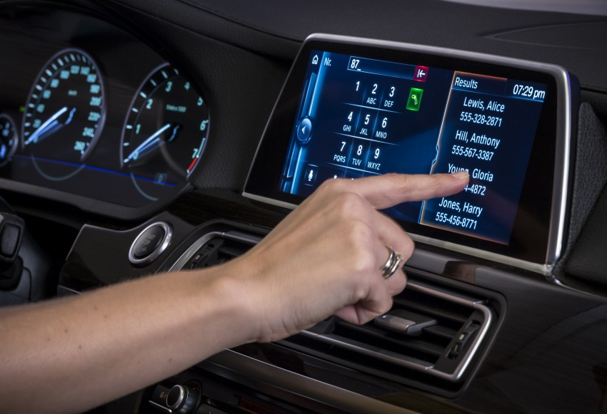 CES 2015: BMW demonstrates future iDrive with touchscreen, gesture and tablet control Image #300363