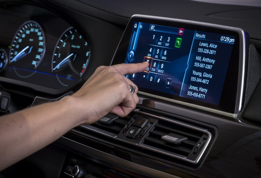 CES 2015: BMW demonstrates future iDrive with touchscreen, gesture and tablet control Image #300364