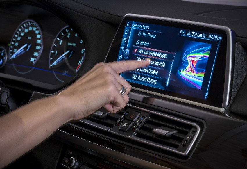 CES 2015: BMW demonstrates future iDrive with touchscreen, gesture and tablet control Image #300366