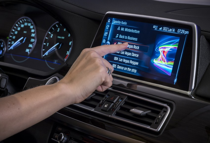CES 2015: BMW demonstrates future iDrive with touchscreen, gesture and tablet control Image #300368