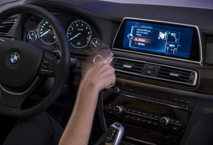 CES 2015: BMW demonstrates future iDrive with touchscreen, gesture and tablet control Image #300369