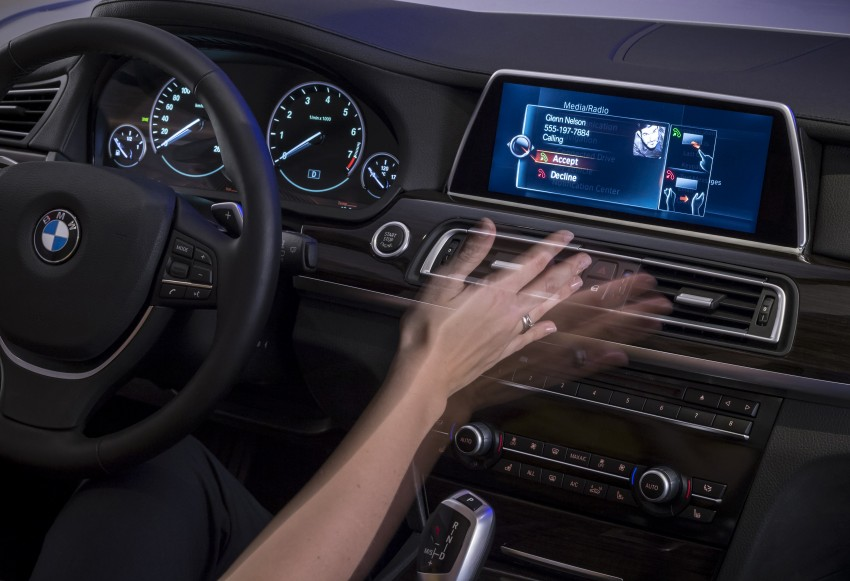 CES 2015: BMW demonstrates future iDrive with touchscreen, gesture and tablet control Image #300370
