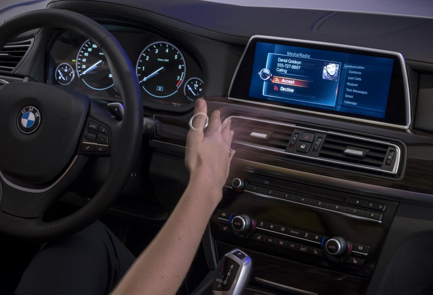 CES 2015: BMW demonstrates future iDrive with touchscreen, gesture and tablet control Image #300371