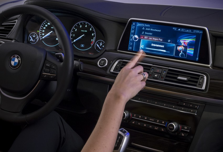 CES 2015: BMW demonstrates future iDrive with touchscreen, gesture and tablet control Image #300372