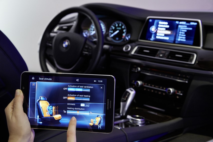 CES 2015: BMW demonstrates future iDrive with touchscreen, gesture and tablet control Image #300375