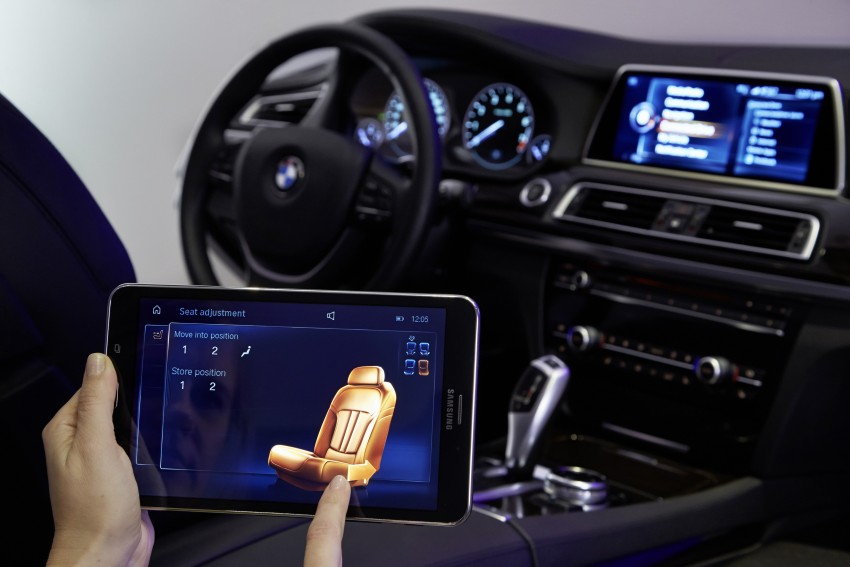 CES 2015: BMW demonstrates future iDrive with touchscreen, gesture and tablet control Image #300376