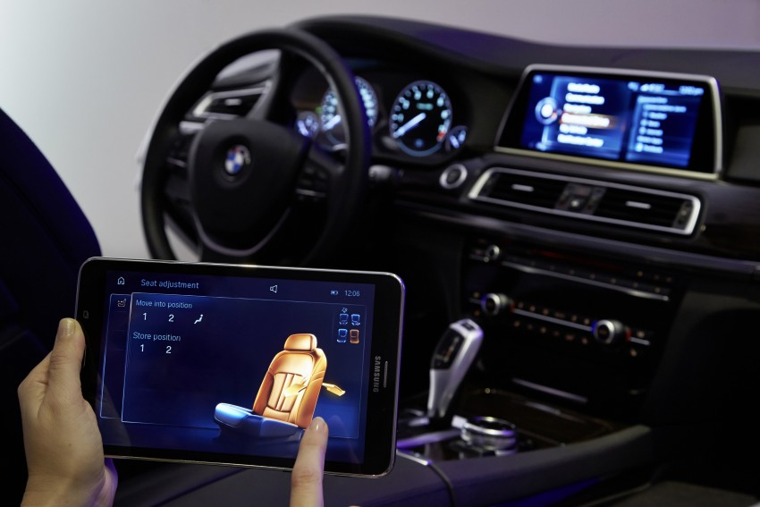 CES 2015: BMW demonstrates future iDrive with touchscreen, gesture and tablet control Image #300377