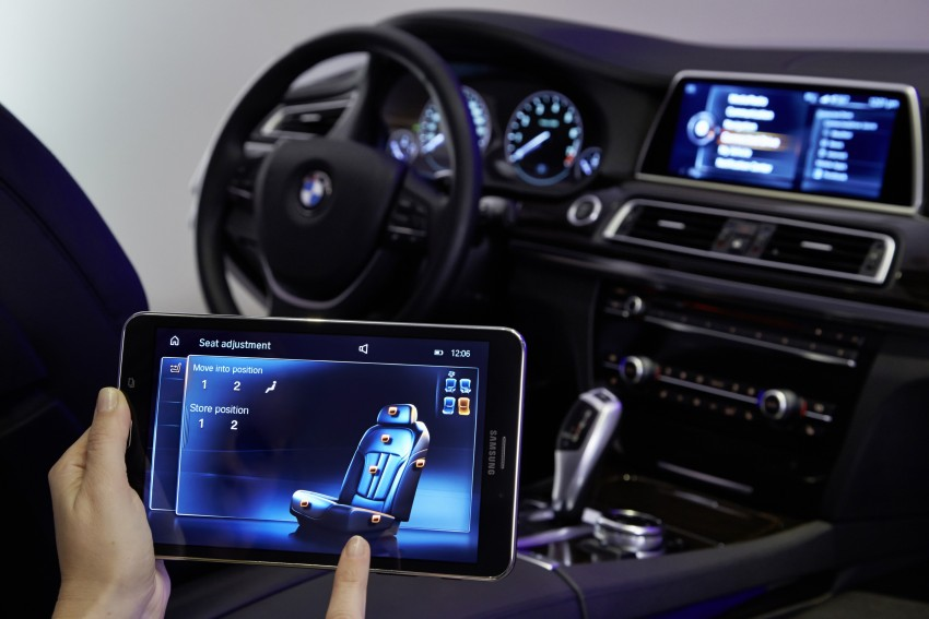 CES 2015: BMW demonstrates future iDrive with touchscreen, gesture and tablet control Image #300378