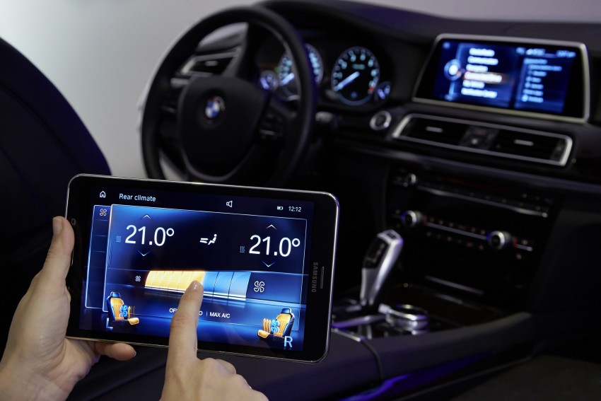 CES 2015: BMW demonstrates future iDrive with touchscreen, gesture and tablet control Image #300380