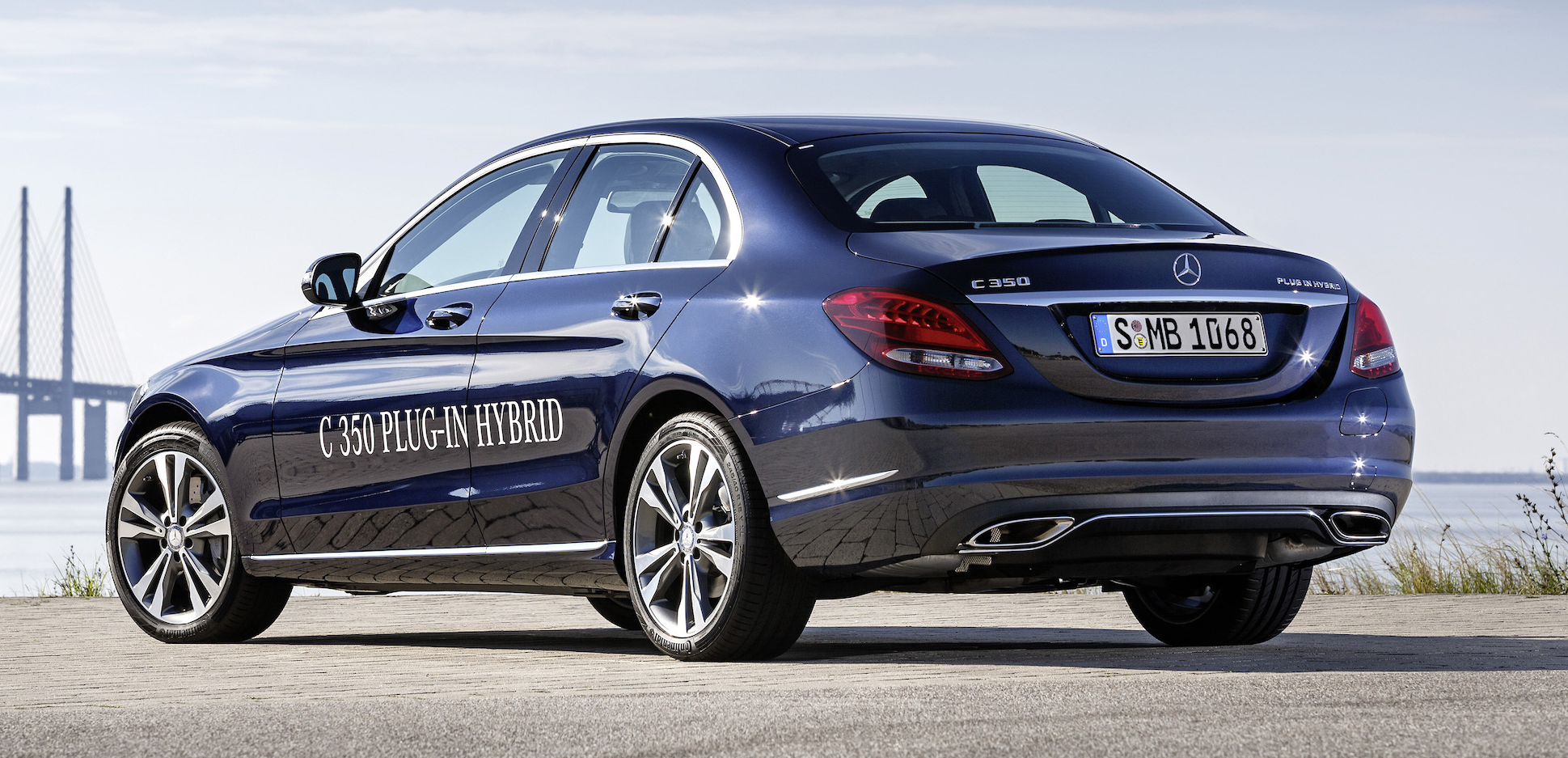 Mercedes benz c 350 plug in hybrid debuts with 2 0 turbo for Mercedes benz thailand