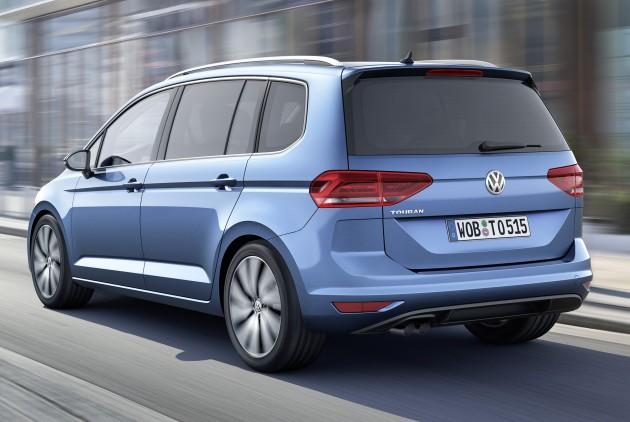 2015-Volkswagen-Touran-2