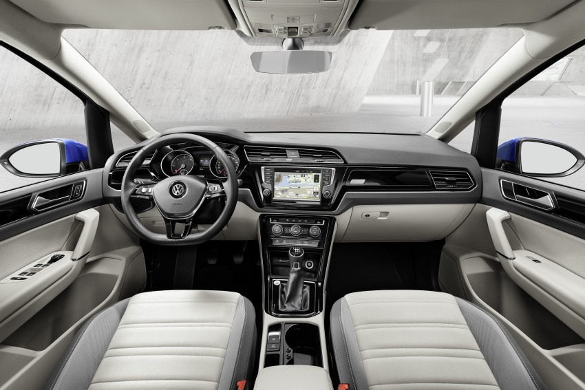 Volkswagen Touran – third-gen makes Geneva debut Image #313990