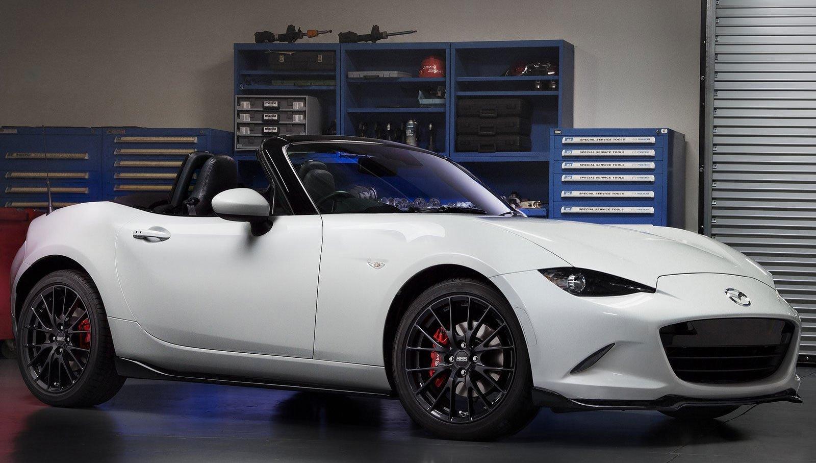 White 2g Eclipse at the Car Show |White Dsm Car