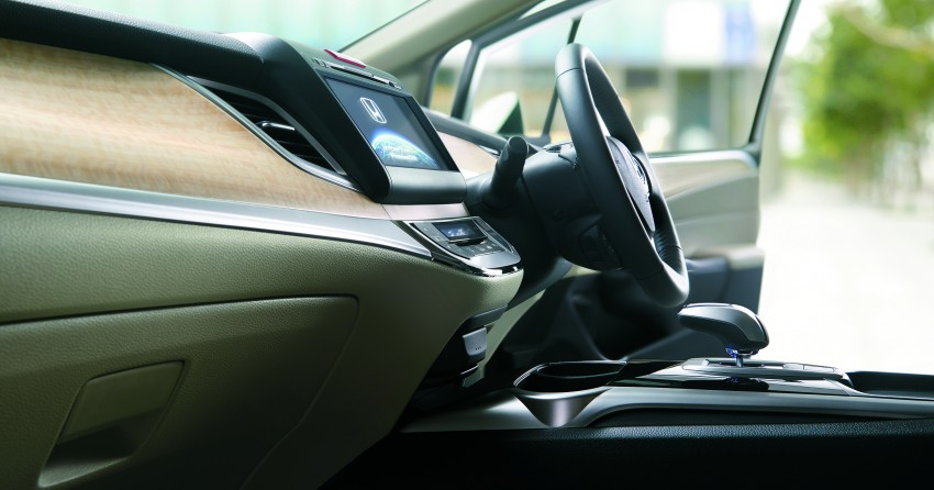 Honda Jade Hybrid six-seater goes on sale in Japan Image #311225