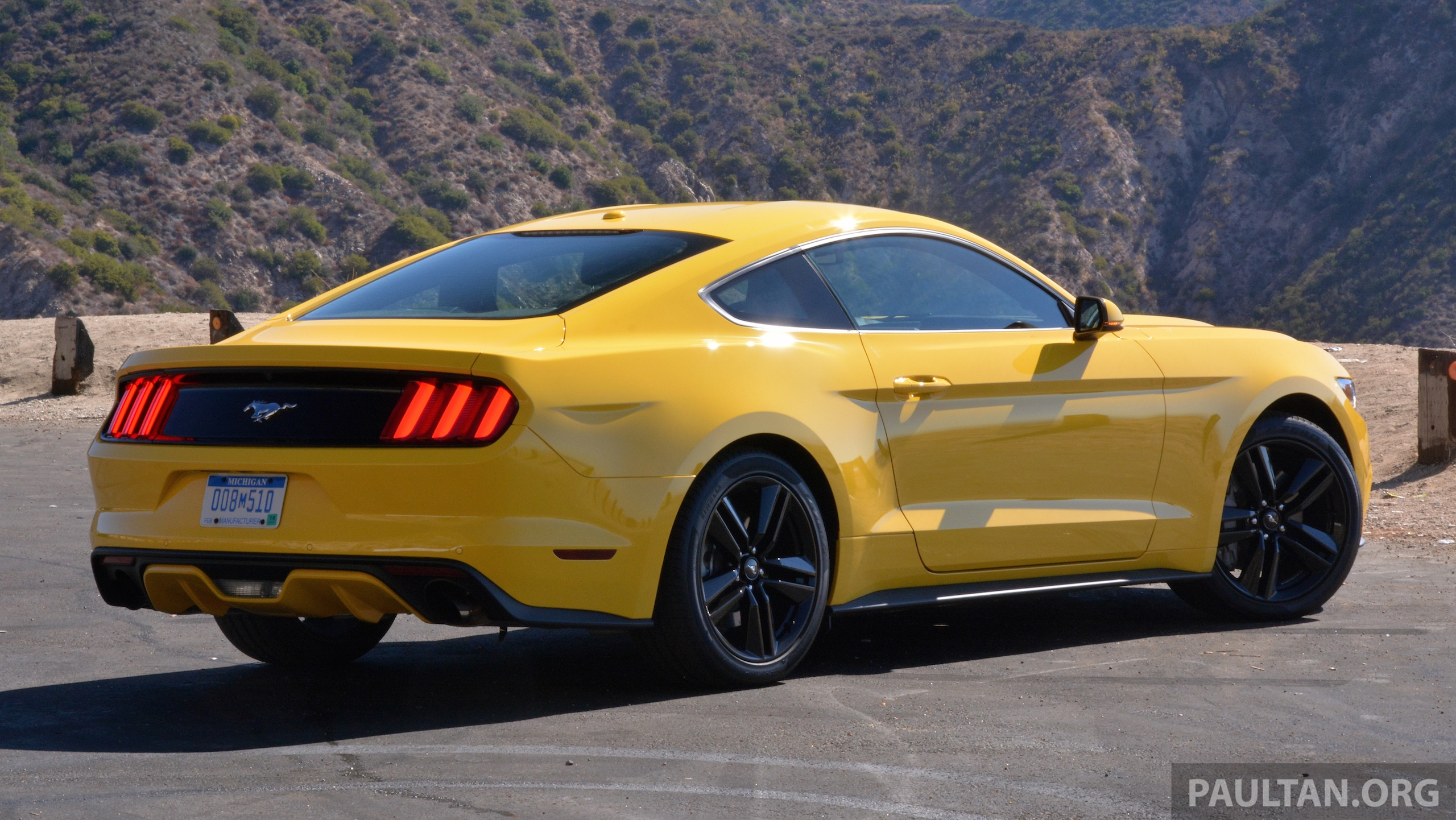 driven 2015 ford mustang 2 3 ecoboost and 5 0 gt paul tan image 310070. Black Bedroom Furniture Sets. Home Design Ideas