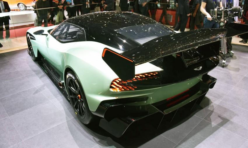 Aston Martin Vulcan debuts with 800 hp 7.0 litre V12 Image #316272
