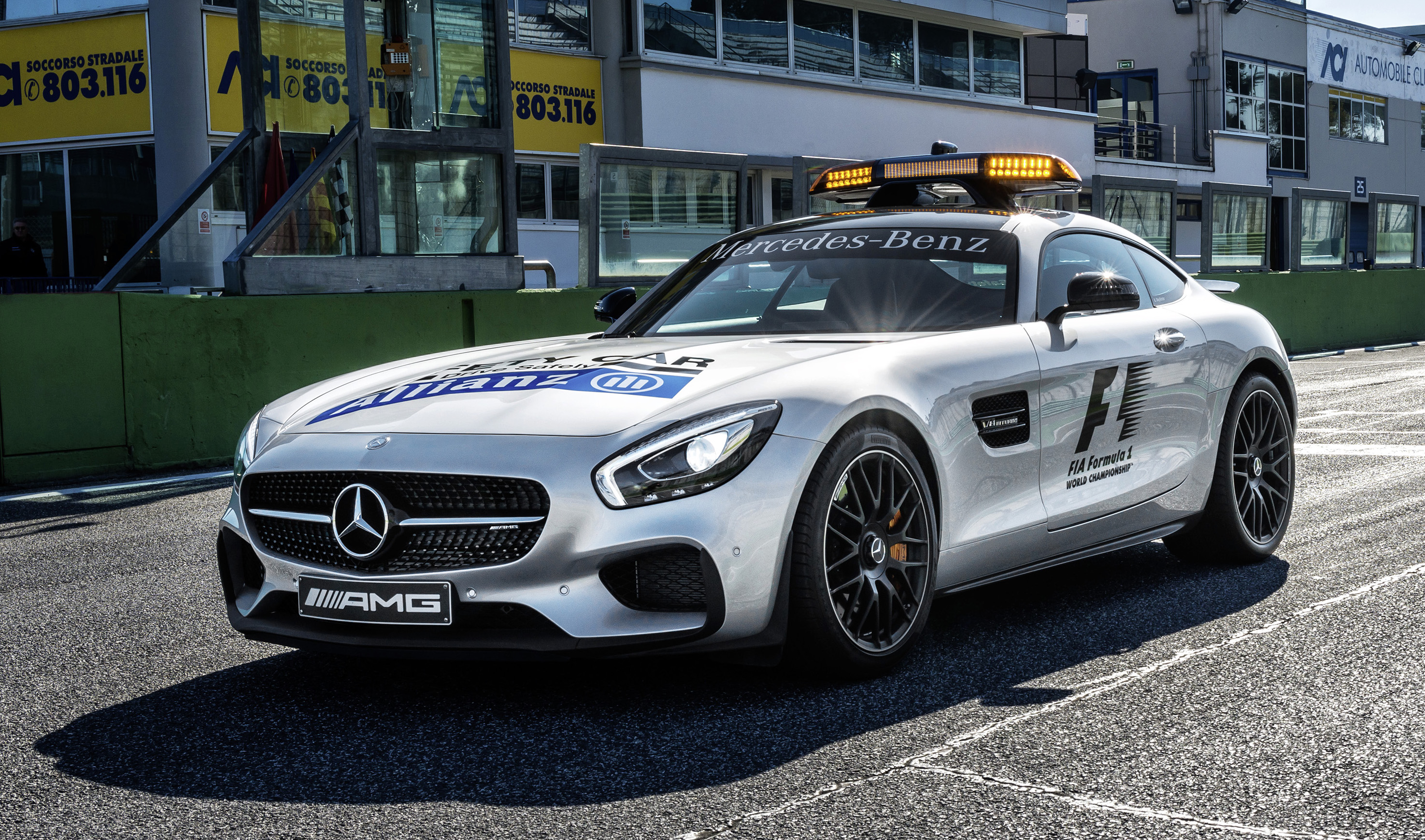 New f1 safety car and medical car unveiled for 2015 for Mercedes benz safety
