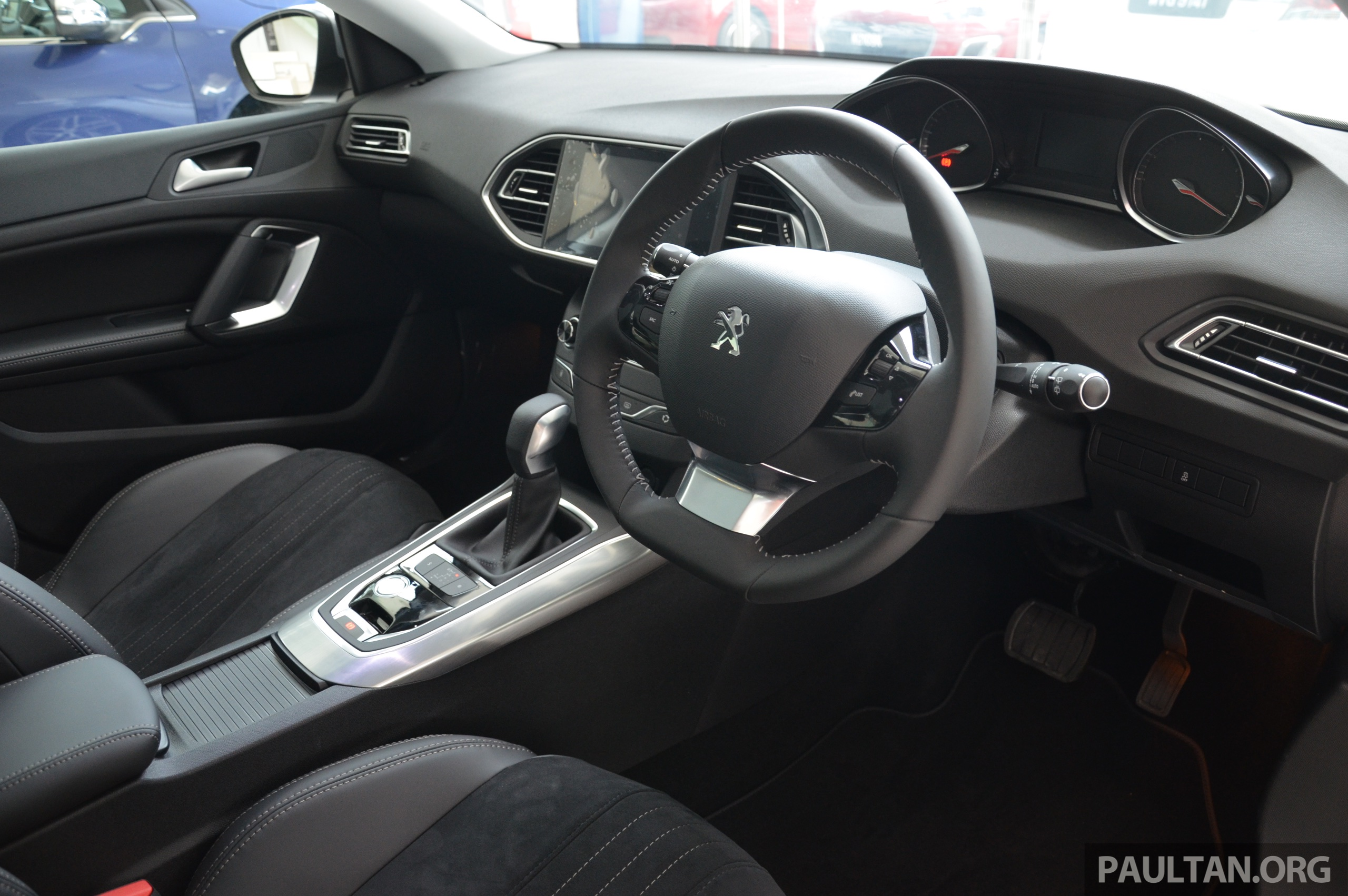 gallery: 2015 peugeot 308 now in showrooms image 320543