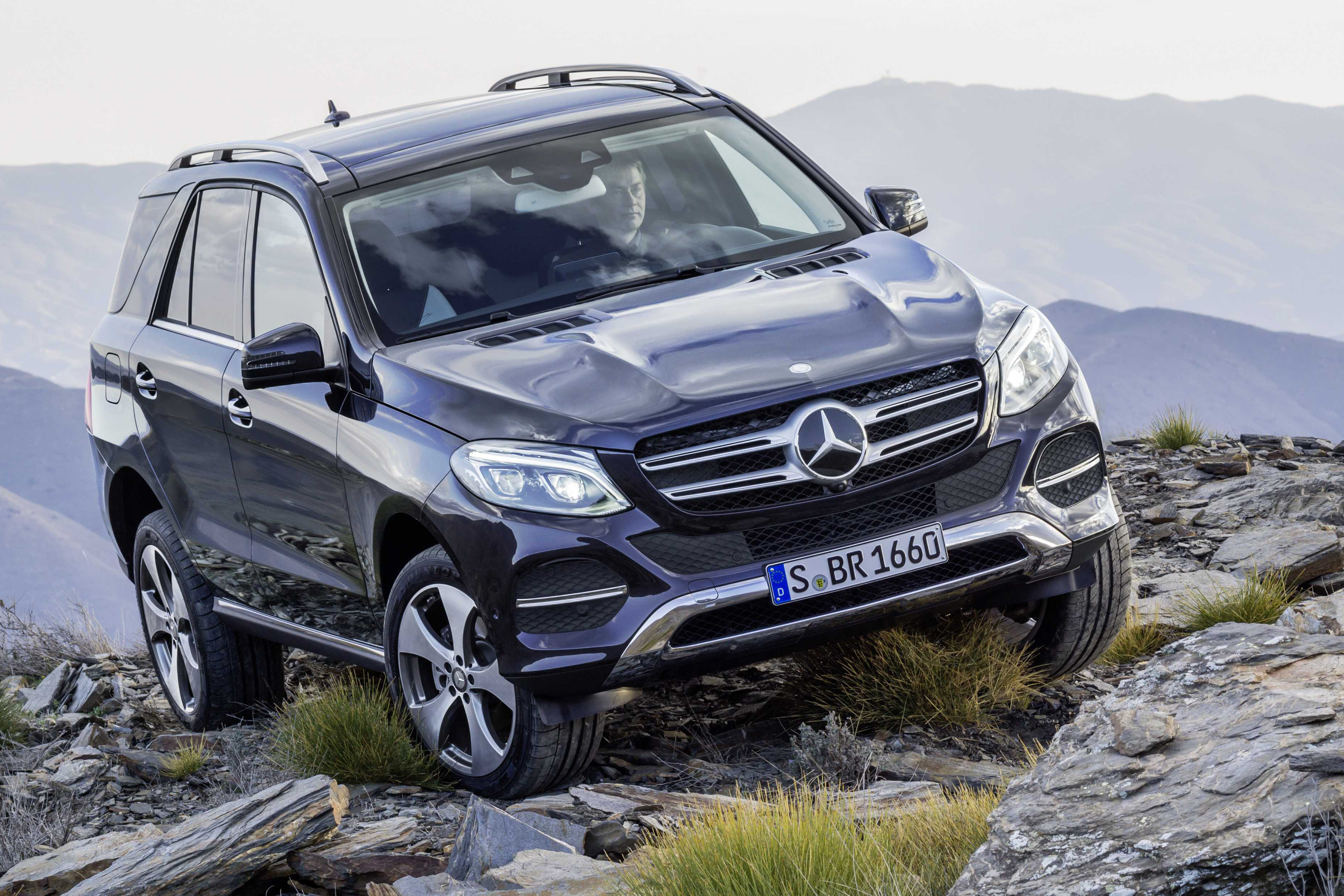 mercedes benz gle class unveiled former m class gets new tech updated engines plug in hybrid. Black Bedroom Furniture Sets. Home Design Ideas