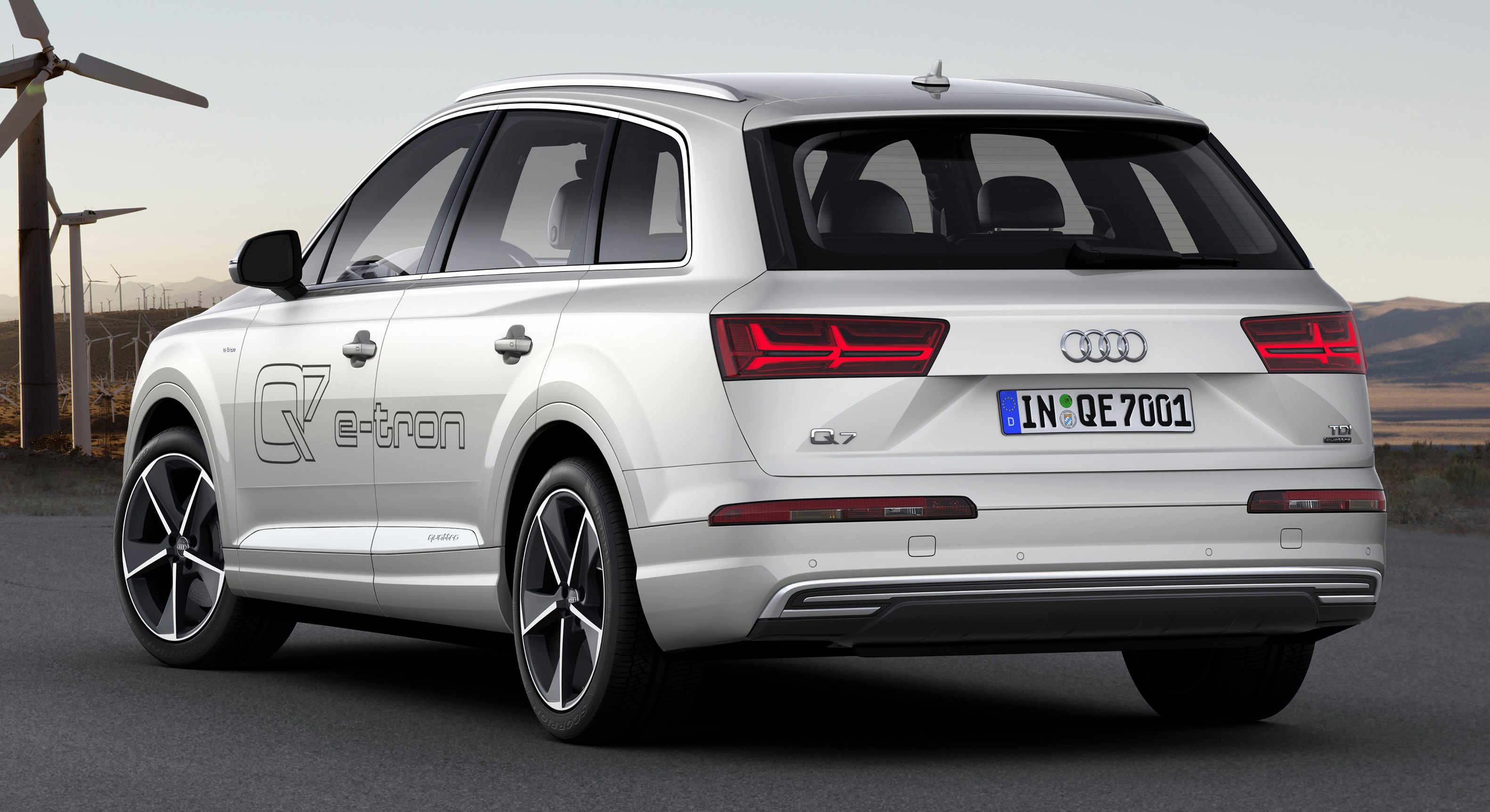 Hybrid version of the Audi Q7 e-tron 2017 model year 76