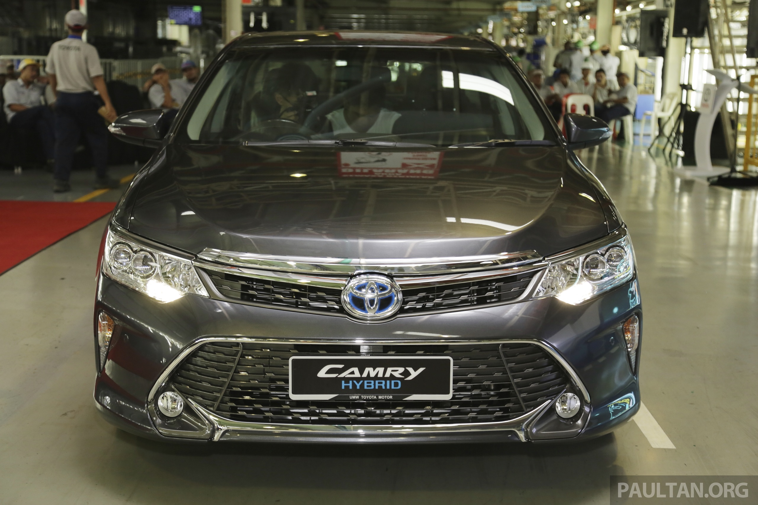 toyota camry facelift hybrid begins production in malaysia. Black Bedroom Furniture Sets. Home Design Ideas