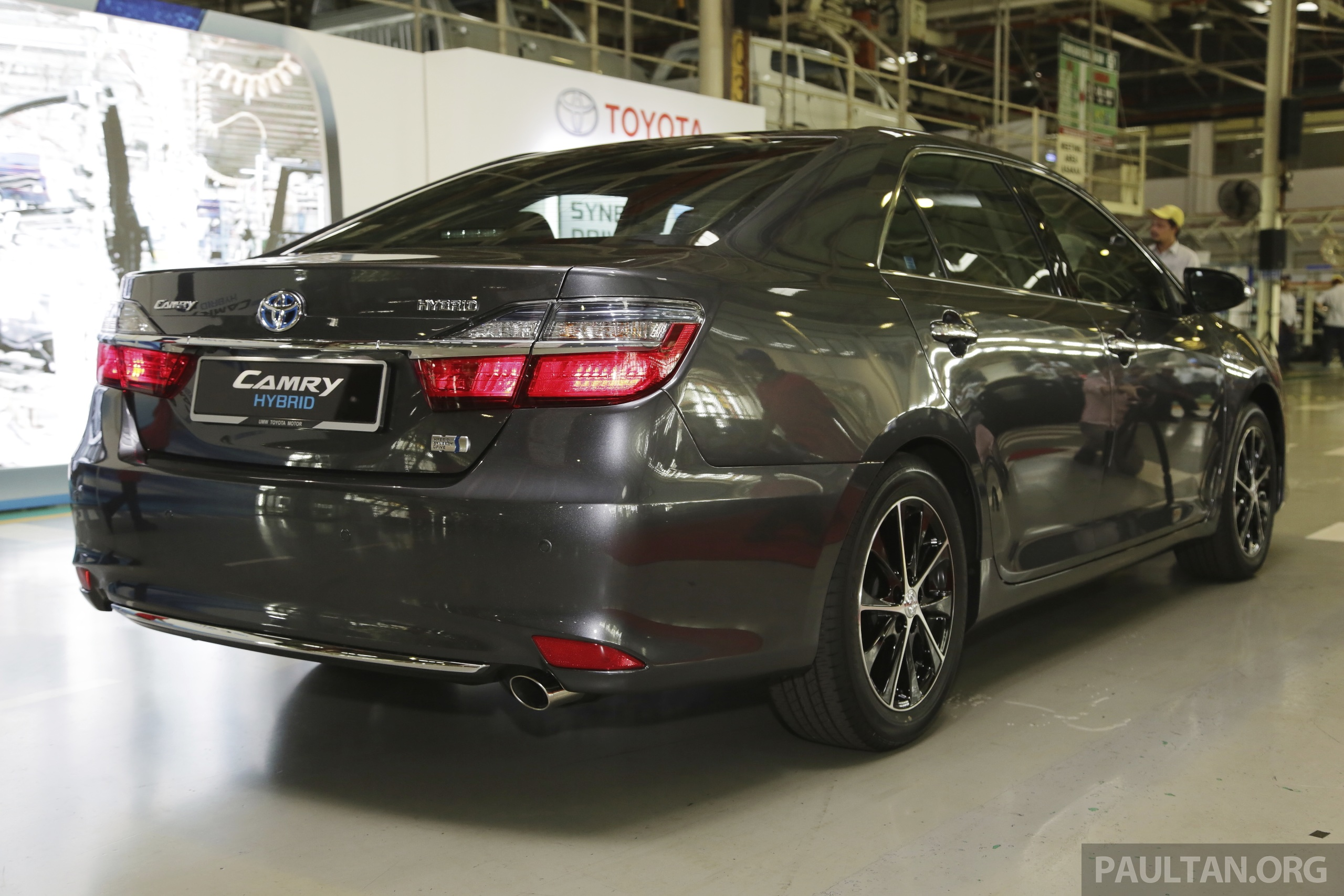 Toyota Camry 2015 >> 2015 Toyota Camry starts M'sian production, plant capable of 7k Camry Hybrids before exemptions ...