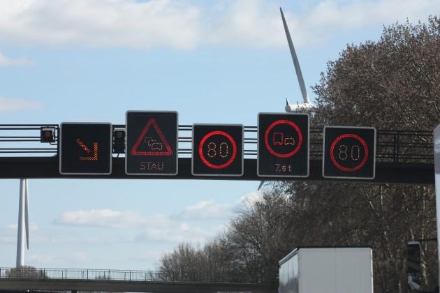 Verkehrszeichen_auf_der_Bundesautobahn_20090320_001