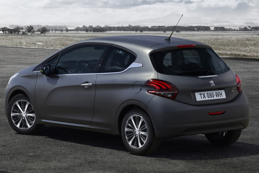 Peugeot 208 facelift gets world's first textured paint Image #321936