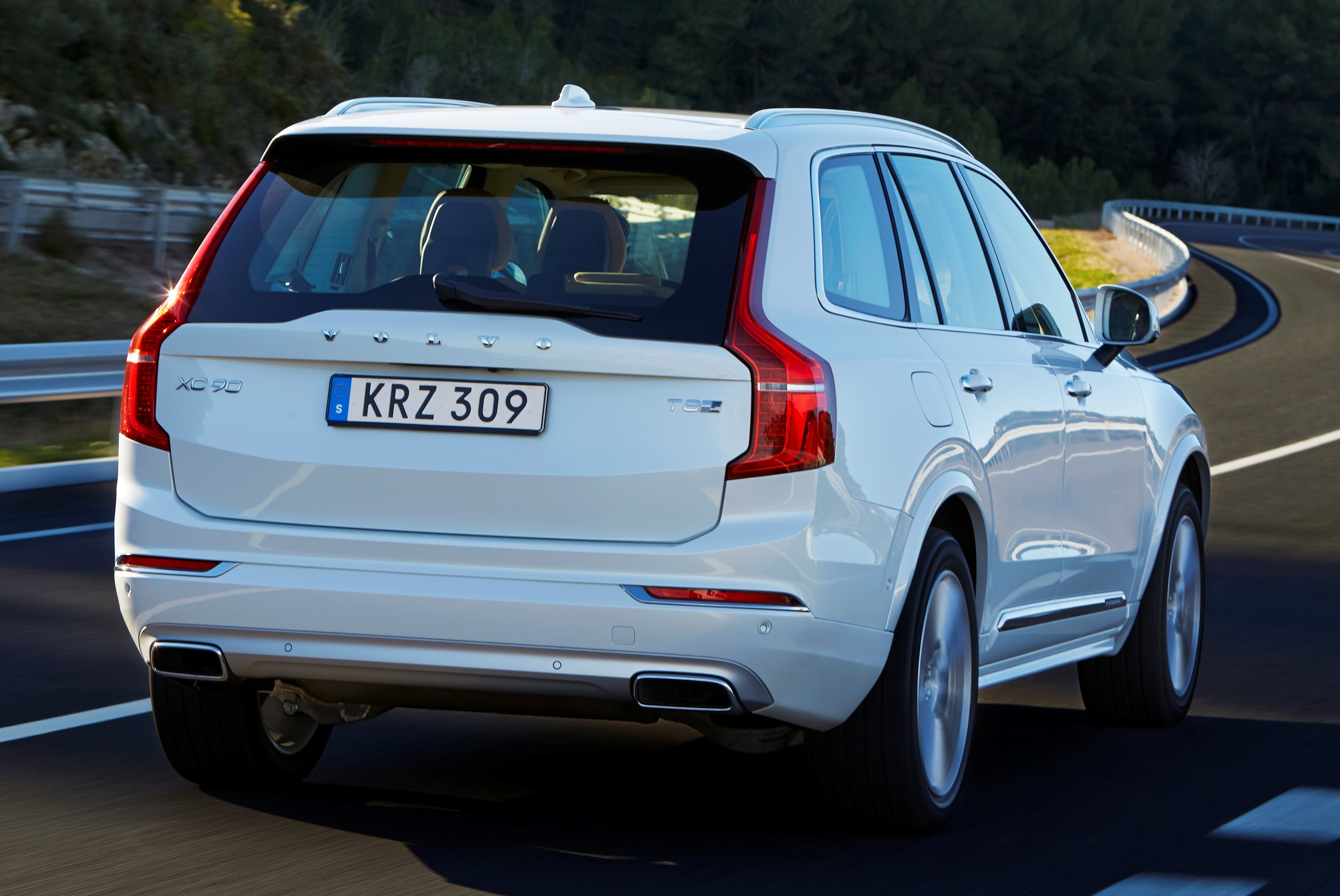 volvo xc90 t8 twin engine plug in hybrid final specs 407 hp 640 nm 2 1 l 100 km 43 km. Black Bedroom Furniture Sets. Home Design Ideas