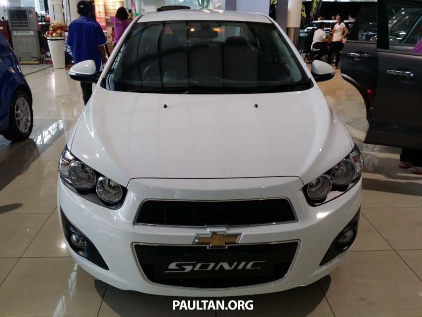 Chevrolet Sonic 1.6 hatchback and sedan introduced Image #332733