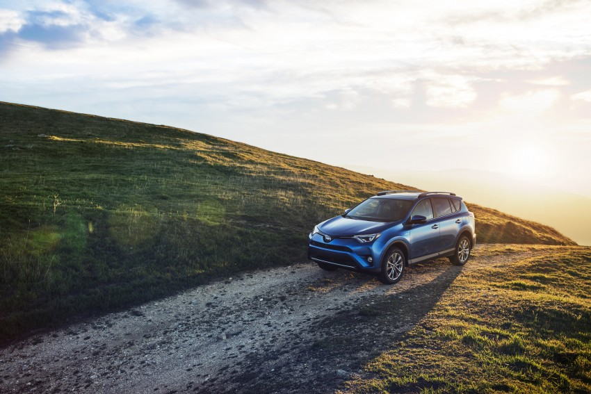 2016 Toyota RAV4 Hybrid, facelift make NY debut Image #325040