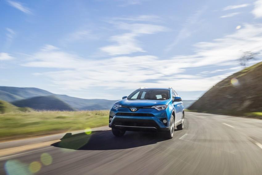 2016 Toyota RAV4 Hybrid, facelift make NY debut Image #325041