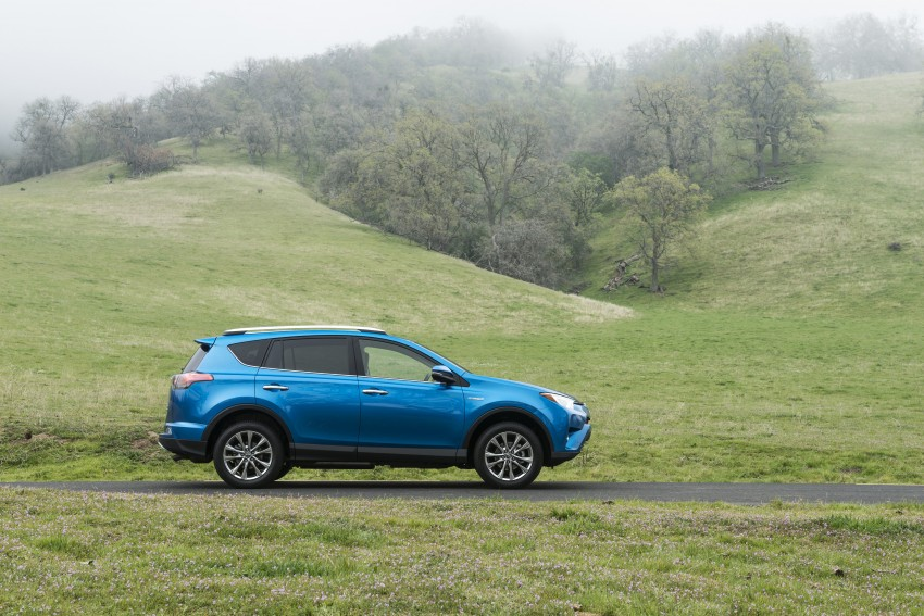 2016 Toyota RAV4 Hybrid, facelift make NY debut Image #325044