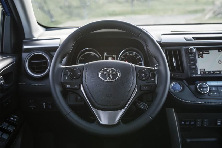 2016 Toyota RAV4 Hybrid, facelift make NY debut Image #325057