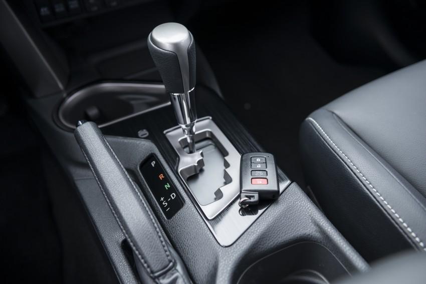 2016 Toyota RAV4 Hybrid, facelift make NY debut Image #325058