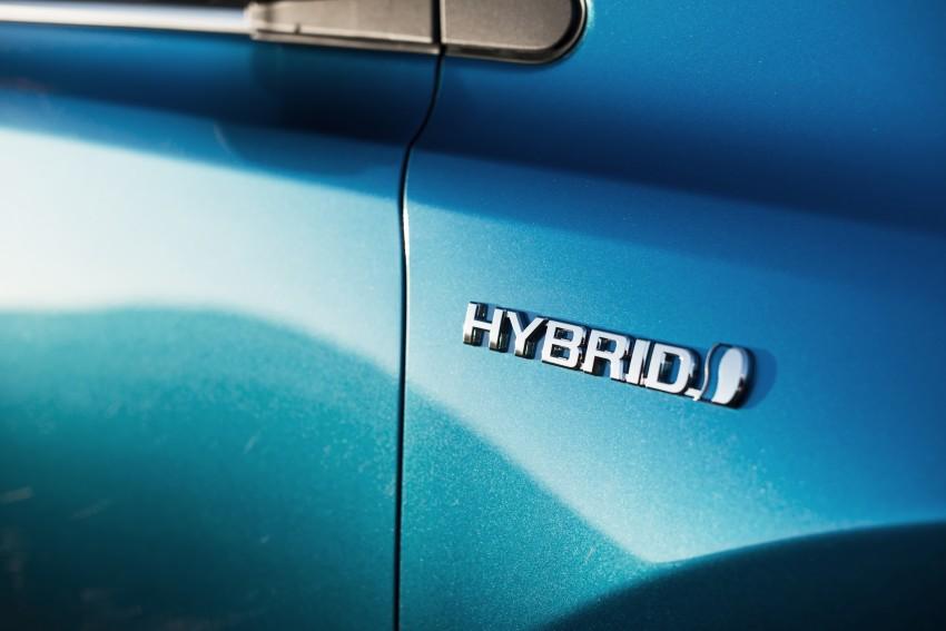 2016 Toyota RAV4 Hybrid, facelift make NY debut Image #325059