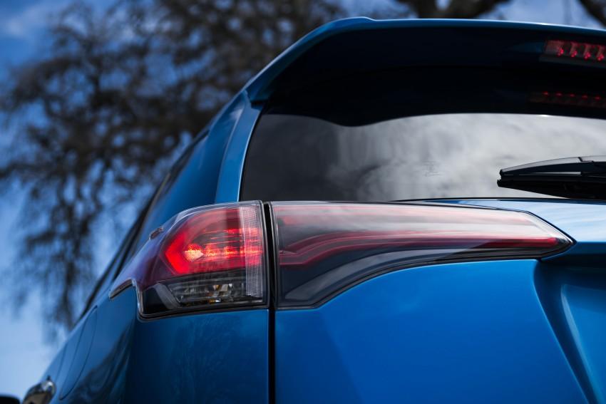 2016 Toyota RAV4 Hybrid, facelift make NY debut Image #325060