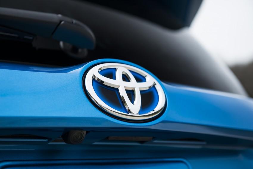 2016 Toyota RAV4 Hybrid, facelift make NY debut Image #325068