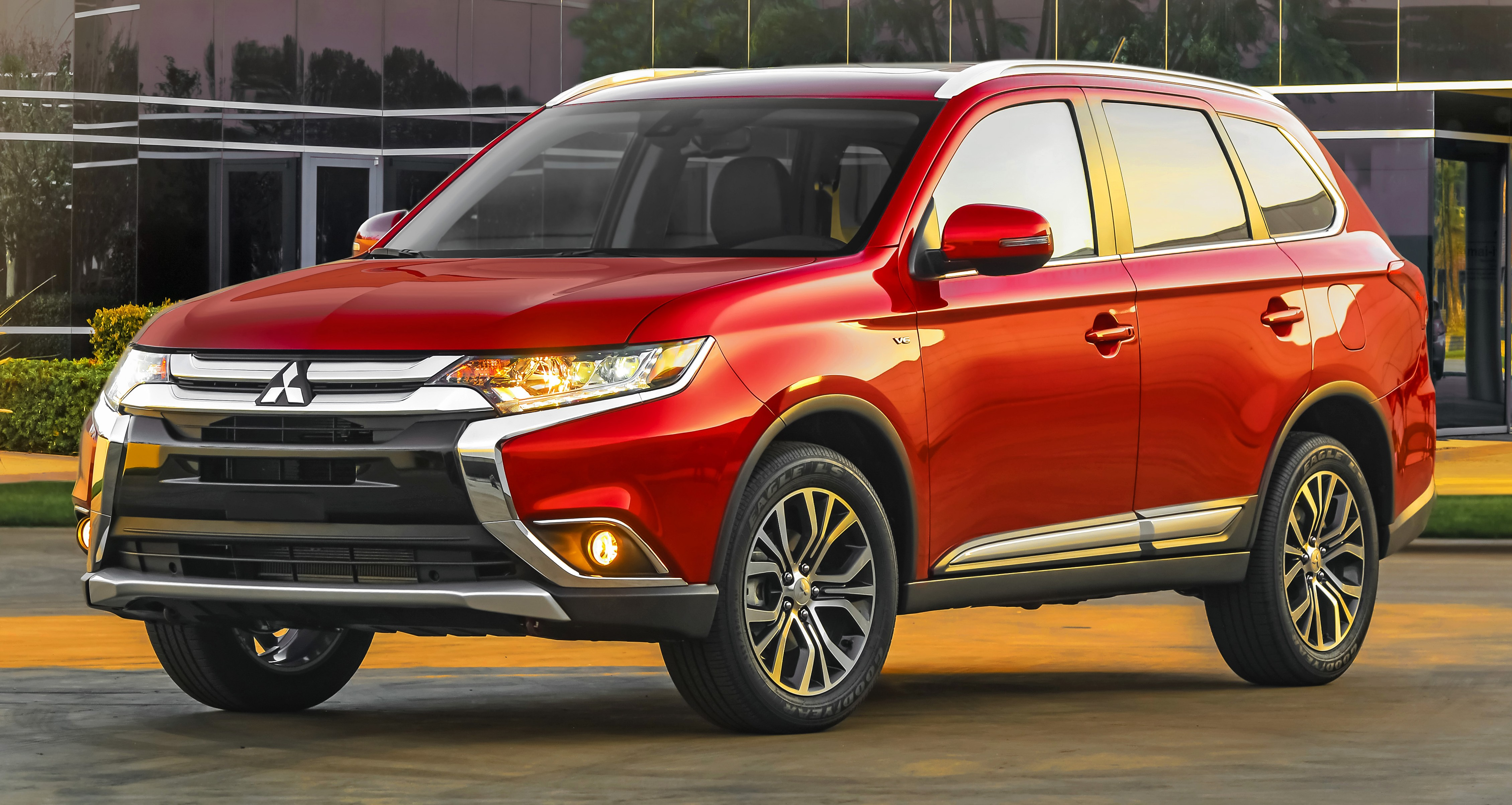 2016 mitsubishi outlander officially shows its face. Black Bedroom Furniture Sets. Home Design Ideas