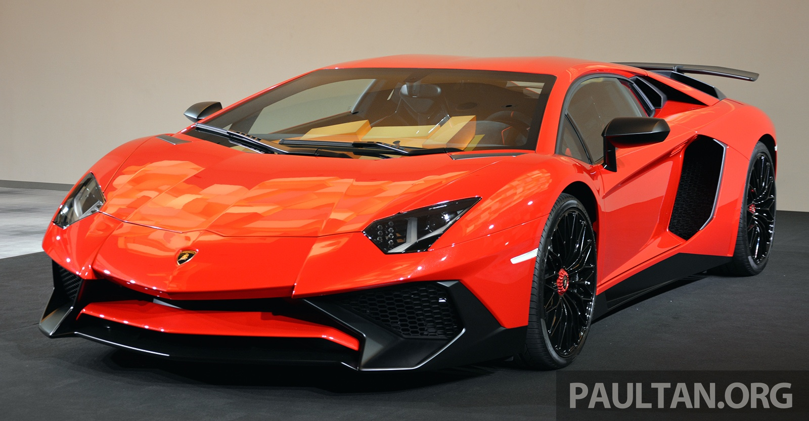 video: lamborghini aventador lp 750-4 superveloce laps the