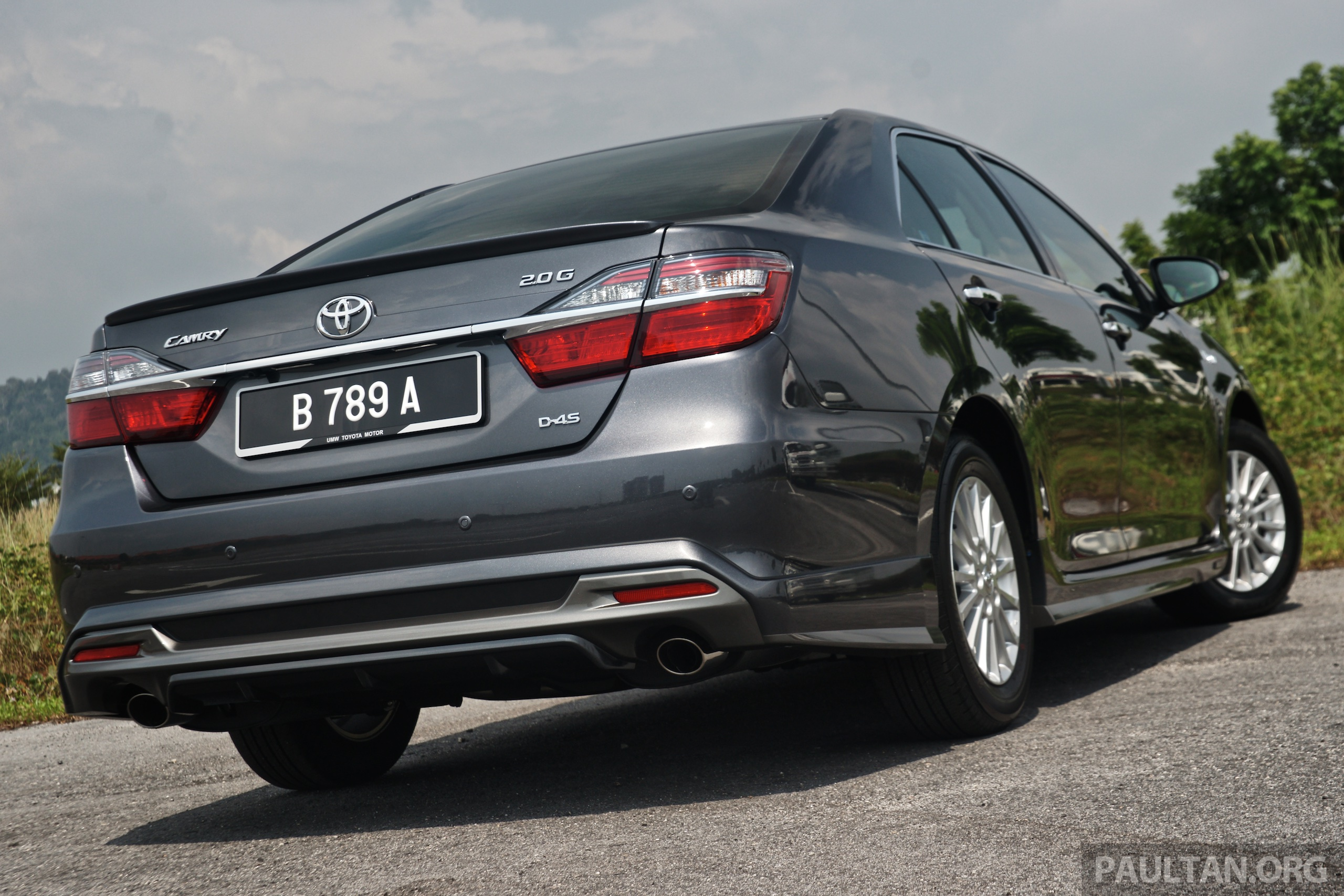 Driven 2015 Toyota Camry 2 0g And 2 5 Hybrid Previewed