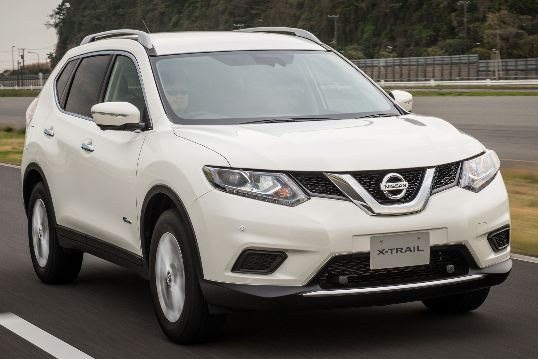 nissan x trail hybrid launched in thailand rm150k. Black Bedroom Furniture Sets. Home Design Ideas