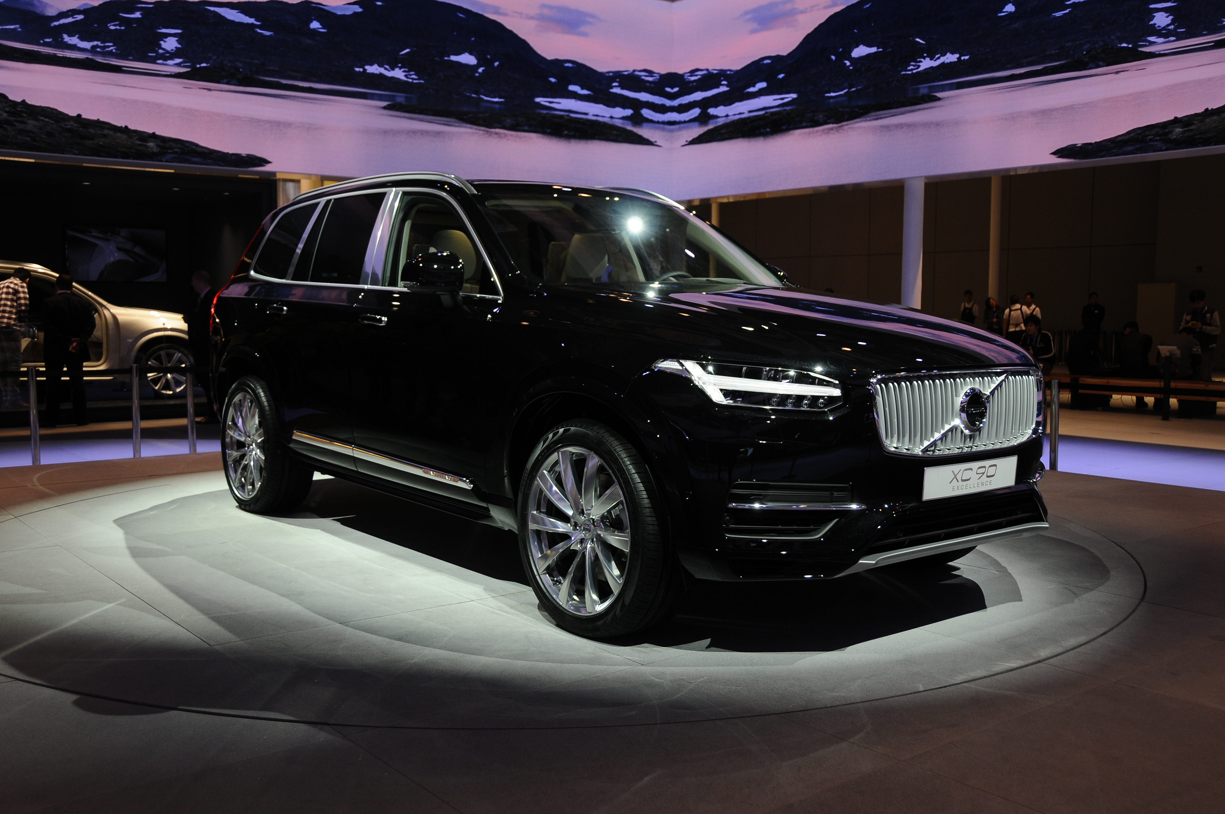 volvo xc90 excellence luxurious 4 seat suv debuts paul tan image 332627. Black Bedroom Furniture Sets. Home Design Ideas