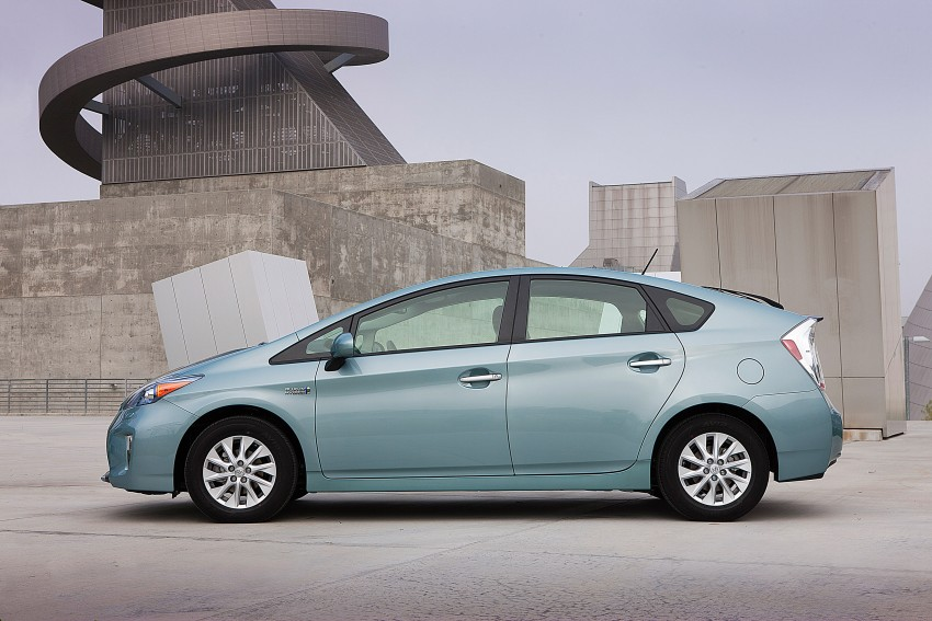 2015 Toyota Prius Plug-in Hybrid production ends Image #335330