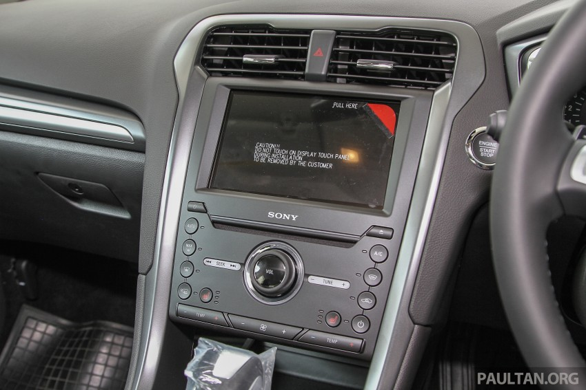 GALLERY: 2015 Ford Mondeo in the showroom Image #337405